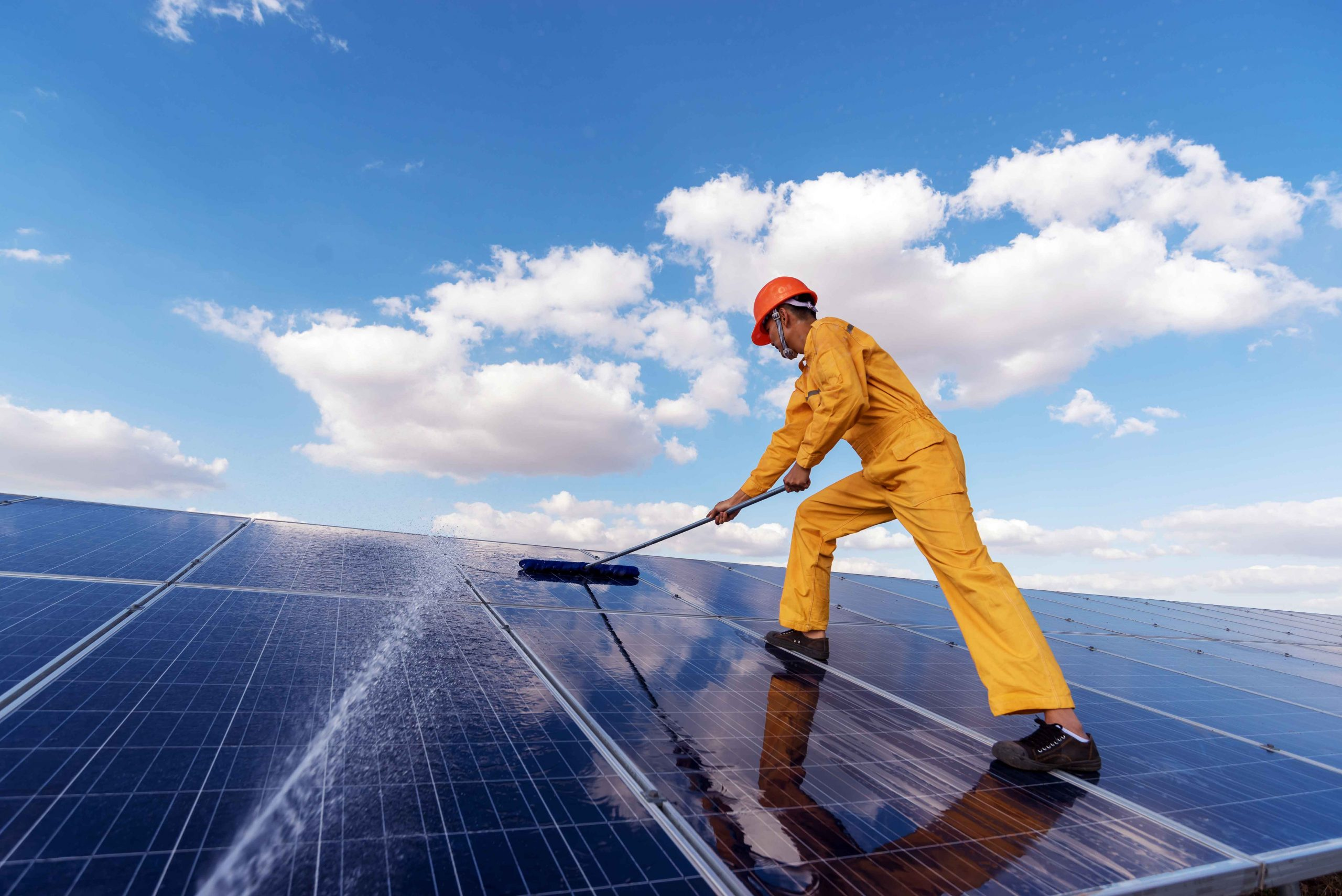 how-to-clean-solar-panels-in-australia